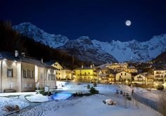 VITALITY PACKAGE: The package includes half day of fat biking, half day of snowshoeing, half day of private SPA, and half day of Terme di Pre-Saint Didier. Attraction, Aosta Valley, Luxury Spa, Online Tickets, Resort Spa, Rafting, Montana, Trip Advisor, Skiing