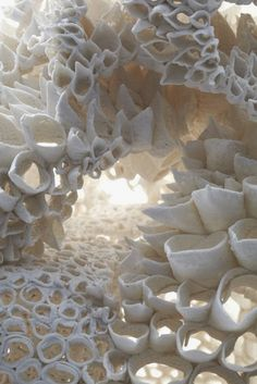 Coral, detail - sculptural porcelain by Nuala O'Donovan. Hands on art Patterns In Nature, Textures Patterns, Level Design, Fotografia Macro, Paperclay, Natural Forms, Natural Shapes, Ceramic Art, Ceramic Bowls