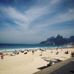 Praia do arpoador #rj Sol mar e céu azul do jeito que a gente gosta! ... . . #arpoador #riodejaneiro #AroundTheWorld #seviranomundo #viajar #brasil #travelbrazil #southamerica