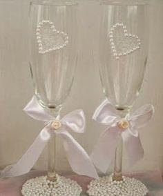 http://almudenaweddingideas.blogspot.com/2013/11/diy-decorando-las-copas-del-brindis.html