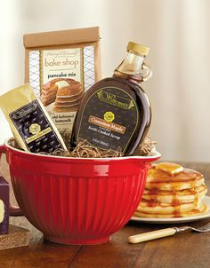 Buttermilk pancakes or chocolate chip pancakes? With this Breakfast Brunch set, you can choose.