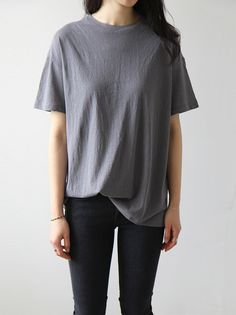 street style / keep it simple oversized tee + black skinny jeans