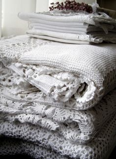 White handy work and linens (Crochet & Knit)