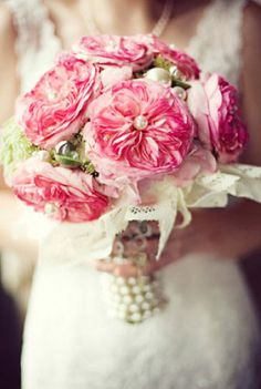 ¿sabes tu el significado de llevar un ramo en el día de tu boda? http://noviasyadhira.com/significados.php