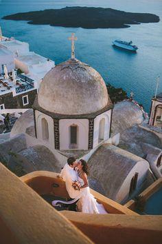 Destination wedding in Santorini, Greece. Photography by Thanos Asfis