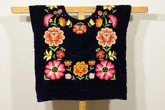 ♥About this huipil Hand Embroidered orange flowers in black velvet, indigenous ethnic clothing of handicraftsman of Isthmus of tehuantepec, Oaxaca Mexico, Frida Kahlo Desing: hand-embroidery flowers, full embroidery back and front Fabric: purple velvet, cotton lined ✂---Hand embroidered