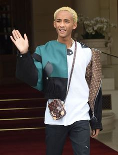 #Gucci Handbags Purses #GucciHandbagsQueenMargaret #GucciHandbagsNew #GucciHandbagsOphidia #GucciHandbags2017 #GucciHandbagsLeather Replica Handbags, Gucci Handbags, Jaden Smith, Street Chic, Personal Style, Bomber Jacket, Menswear, Louis Vuitton, Mens Fashion