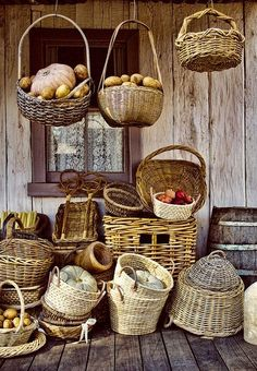 Variety of wicker baskets. Rattan, Puzzle Of The Day, Basket Bag, Basket Weaving, Wicker Baskets, Food Inspiration, Bunt, Crates, Picnic