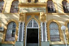 Preciso edificio de la Escula de Arte de Melilla
