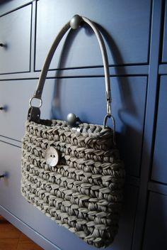 Elegante bolsa gris