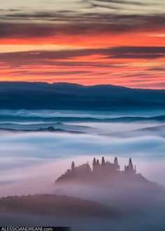 Will be really hard to find a sunrise so intense as the one i saw in Tuscany few weeks ago.