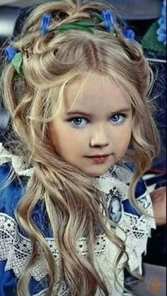 I hope she grows up to be the angel she looks like now. Beautiful Little Girls, Cute Little Baby, Baby Kind, Pretty Baby, Beautiful Children, Beautiful Eyes, Beautiful Babies, Beautiful People, Portrait Photos