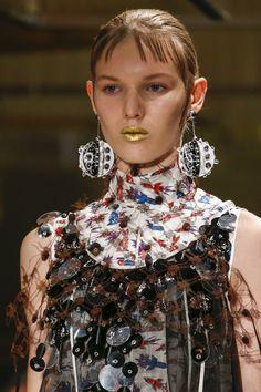 Prada Spring 2016 Ready-to-Wear Fashion Show Details