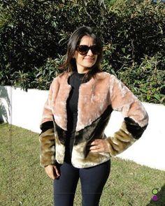 Casaco tricolor rosa, em pele sintética, maravilhoso😍 peça única, tamanho P R$285,00 Parcele suas compras👉💳fale conosco!