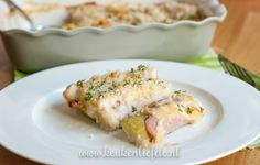 Dol op prei? Maak deze preirolletjes uit de oven: gekookte preirolletjes omwikkeld met ham, bedekt met romige kaassaus en gegratineerd in de oven.