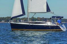 Hunter 37 Exterior #theyachtownernet #sailing #yachts