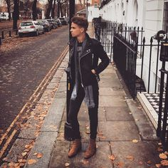 """skinnyjeansfreak: """"Hot Chelsey Boy in Skinnies ! Joseph Sugg, Mens Casual Jeans, Casual Wear, Biker, Guys And Girls, Boys, Beautiful Men Faces, Mein Style, Hommes Sexy"""