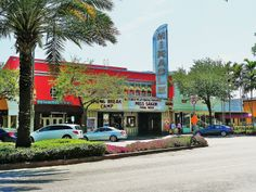 File:Miracle Theater in Coral Gables 20100403.jpg - Wikimedia Commons