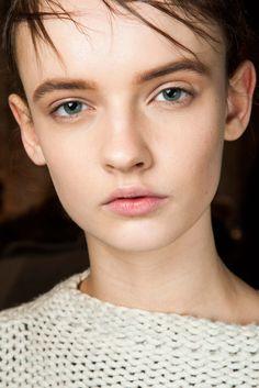 Vera Wang Fall 2015 Ready-to-Wear - Beauty - Gallery - Style.com