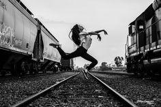 Railroad dancer - null
