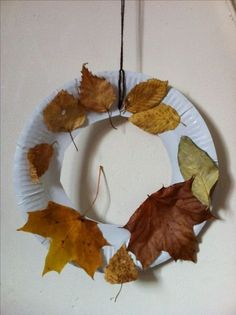 Cut the middle out of a paper plate, tie string/wool for hanging, collect some pretty autumn leaves - give the kids the glue and let them at i Thanksgiving Crafts For Kids, Autumn Crafts, Autumn Art, Nature Crafts, Autumn Theme, Holiday Crafts, Autumn Leaves Craft, Fall Activities For Toddlers, Craft Activities