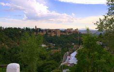 Sacromonte, Granada, Hiszpania. Widok na Alhambrę.