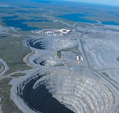 Diavik Diamond Mine, Canada  The Diavik Mineis a mine in the Northwest Canada. Itgoes to 240 meters below the surface.The Diavik Mineproduce8 million carats or about 1,600 kgof diamonds every year.