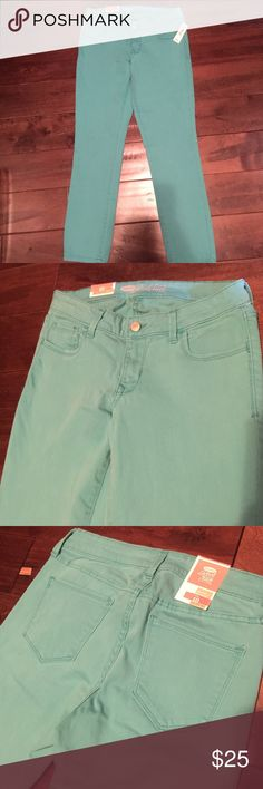 Price is FIRM! Old Navy Rock Star skinny jeans. NWT Old Navy Rock Star skinny jeans. These are a crop fit and tend to run small. Brand new and have tags attached. Color is teal. Price is FIRM!!! Old Navy Jeans Skinny