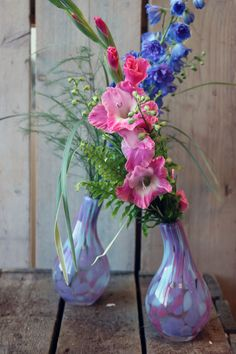 #gladiool #tgrass #treefern #varen #delphinium #nephrolepis #inspiration #love #bouquet #style #flowers #foliage #doityourself #flowerinspiration Tree Fern, Delphinium, Asparagus, Glass Vase, Floral Design, Bouquet, Design Inspiration, Flowers, Home Decor