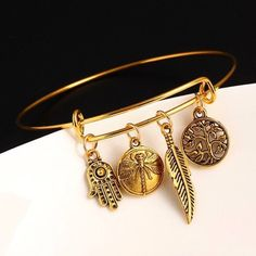 Looking for a unique jewelry? Get this Dragonfly Bangle Bracelet for free! This gold colored bracelet is perfect for dragonfly lovers and women looking for a different kind of jewelry. Visit our website and just pay shipping.
