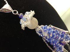 Collana Vanity doll, interamente fatta a mano in cristalli azzurri di Loscrignodellevanita su Etsy