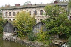 На березі річки Роставиця розкинулося село Паволоч. Перша офіційна згадка про…