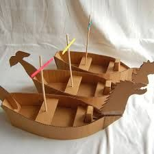 Dragon Boat Festival: Boat craft pattern via ikat bag: Narnia and the North! Easy Diy Projects, Projects For Kids, Diy For Kids, 4 Kids, Art Projects, Kids Crafts, Boat Crafts, Cardboard Pirate Ship, Diy Karton