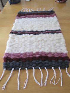 Aroemer S Wool Roving Rug On Ravelry Com Peg Loomloom Weavingfiber