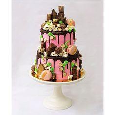 """""""Если хотите обалдеть от вкуснях и бешеной работоспособности, то заходите к Кате @kathryn_lapina ! Я не понимаю, как один человек может делать такие сладкие столы! А ещё Катюша такая красивая! Такая приятная в общении. Она Вас покорит! Меня давно покорила. #sfs #follow #cake #leville_macaron"""" Photo taken by @goonnie on Instagram, pinned via the InstaPin iOS App! http://www.instapinapp.com (10/05/2015)"""