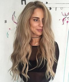 Ash Blonde Wavy Hairstyle For Long Hair