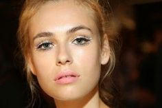 Cat eye and a girly pink lip. Yes please!