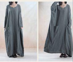 Одежда : Широкое длинное платье с V-образным вырезом и накладными карманами