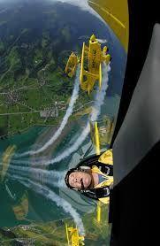 Formation aerobatics
