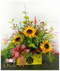 Church Flowers, Funeral Flowers, Fall Flowers, Flower Arrangement Designs, Flower Designs, Sunflowers And Daisies, Fall Flower Arrangements, Cemetery Flowers, Arte Floral