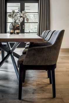 The Best 2019 Interior Design Trends - Interior Design Ideas Living Room Plants, Home Living Room, Interior Design Living Room, Elegant Home Decor, Elegant Homes, Dining Room Design, Dining Room Furniture, Tadelakt, Baby Room Decor