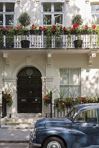 A townhouse in Kensington, London, England Future House, The Places Youll Go, Places To Go, Accor Hotel, Beautiful Homes, Beautiful Places, London Townhouse, London Apartment, Apartment Living