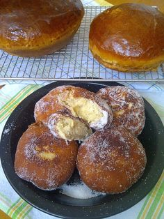 Soliloquy Of Food & Such: Portuguese Sweet Bread & Malasadas  Looks awesome!
