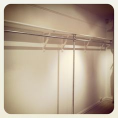 Shelf Mounted Clothing Rack for Retail Store made from Kee Klamp Boutique Stores, A Boutique, Drying Rack Laundry, Coat Rack Shelf, Diy Inspiration, Inexpensive Furniture, Pipe Furniture, Store Displays, Stone Flooring