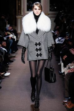 Classic Houndstooth Pattern Coat with Fur Collar. Andrew Gn Fall Winter 2013.  More Houndstooth Pattern Fashion Trend for Fall Winter 2013. More Coat  Fashion Trend for Fall Winter 2013. More Fur Fashion Trend for Fall Winter 2013. March 24th 2013  9:14  A.M. GMT
