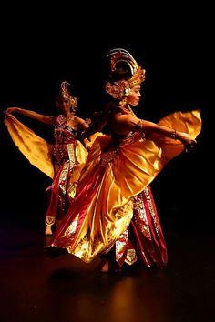 Tari Cendrawasih dance of the bird of paradise