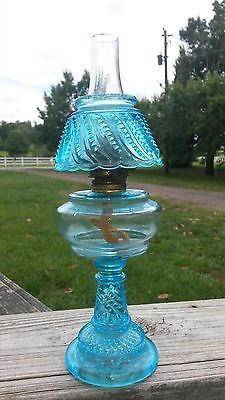 SWEET Antique blue miniature victorian EAPG Oil-lamp with shade aladdin keroseen Antique Hurricane Lamps, Antique Oil Lamps, Old Lamps, Antique Lighting, Vintage Lamps, Victorian Lamps, Nightstand Lamp, Large Lamps, Retro Lamp