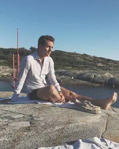 "David Olofsson on Instagram: ""Linen season, thanks @lucafaloni 👌🏻"" Portofino Shirt, Mother Of Pearl Buttons, Perfect Fit, David, Seasons, Elegant, Fitness, Shirts, Instagram"