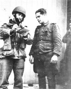 An Airborne intelligence officer interrogates a captured German NCO during the advance on Arnhem. Battle Of Normandy, Operation Market Garden, Parachute Regiment, War Image, War Photography, Paratrooper, The A Team, British Army, North Africa