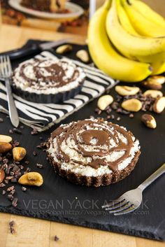 Jungle Pie with Chocolate Crust, Banana Slices & Chunky Coconut Topping- All raw and extra delicious!